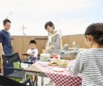 【屋上庭園の楽しみ方②】家族の外遊びをサポートする屋上空間。 キャンプ、BBQ、ピクニック、家庭菜園などお子様と一緒に体験してみませんか?(屋上)
