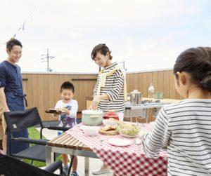 【 親子で気軽に屋上アウトドア体験 】家族の外遊びをサポートする屋上空間。キャンプ、BBQ、ピクニック、家庭菜園‥お子さまと一緒に体験してみませんか?