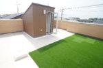 【屋上庭園プラン-Basic-】他者の侵入も無く安全な、家族だけのリビングのような空間。(屋上)