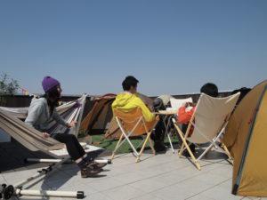 【屋上庭園の楽しみ方②】心地よい空気を感じながら、家族や仲間と屋上パーティを楽しんでみては・・(屋上)