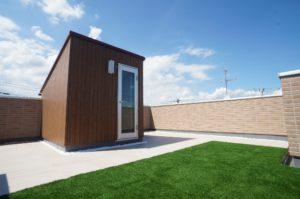 【屋上庭園・施工例-Basic-】落葉やほこりを取り除くだけのメンテナンスフリー工法(屋上)