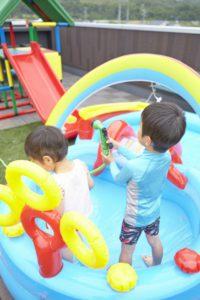 【屋上庭園の楽しみ方】夏の定番!屋上プール。屋上プールなら人目も気にならず、パパもママもお子様と一緒に楽しめます。